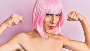 На фото не поймешь, кто трансгендер либо ещё, кто то, но явно хочет показаться спортсменом.