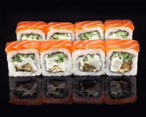 Фото уже приготовленного блюда из японской кухни роллы Филадельфия, запомните рецепт приготовления.